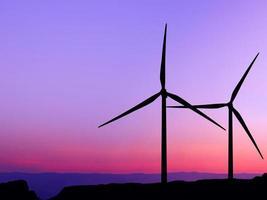silhuett vindkraftverk foto