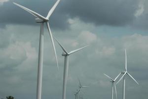 kraftproducerande turbiner i norra Indien foto