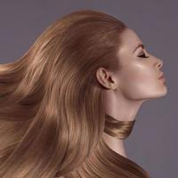 flickan med långt hår foto