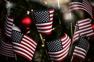 närbild av amerikanska flaggor foto