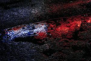 blå och röd reflektion foto