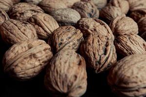 närbild av texturerade nötter foto