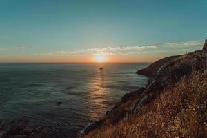 solnedgång från klipporna foto