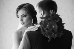 par i rummet (svartvitt) foto