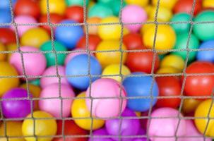 färgade bollar foto