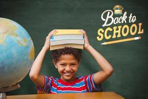 sammansatt bild av söt elev med böcker foto