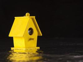 gul fågel båt hus foto