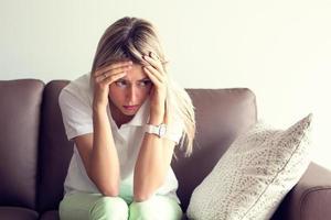 ung kvinna i depression foto
