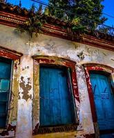 brasiliansk kolonialbyggnadsfasad eroderad av väder / regional2014 foto