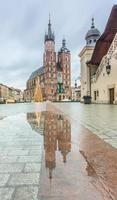 St Mary's kyrka efter regn foto