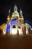 gotiska domkyrka torn på natten foto