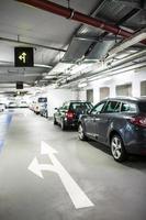 underjordisk parkering foto