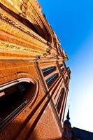 berömda marktkirche i wiesbaden, en tegelbyggnad i nygotisk foto