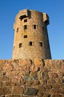 historiska le hocq torn på jersey (Storbritannien) kust foto
