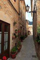gränd i valldemossa, Mallorca, Spanien foto