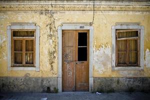 gammal fasad i portugal foto