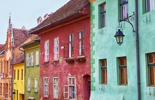 vackra fasader i sighisoara, Rumänien.