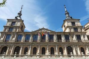 fasad på stadshuset i toledo foto