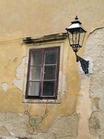 fönster och lykta
