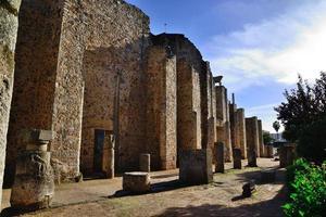 bakre fasaden på den romerska teatern i Migida, Spanien. foto