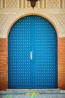 blå dörr foto