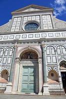 Florens dekorerad fasad av forntida kyrka foto