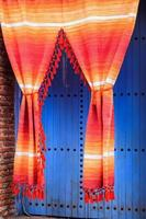 färgglada gardiner foto