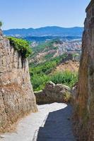 bakgata. civita di bagnoregio. lazio. Italien. foto