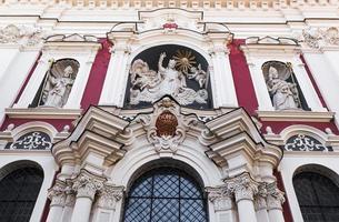 detalj av fasaden på kyrkan foto