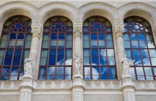 fasad och fönster för vigadokonserthall, Budapest foto