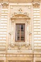 huvudfasad på palazzo dei celestini, lecce, italien. foto