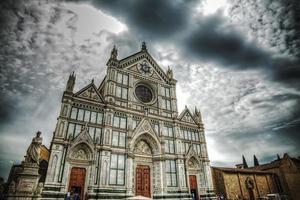 santa croce katedral och dante alighieri staty foto