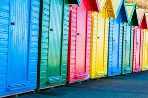 färgglada strandstugor foto