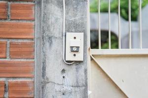 dörrklocka sidovägg foto