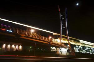 galleria och kabelstängd bro foto