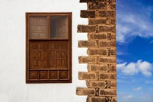lanzarote teguise vit by på Kanarieöarna foto