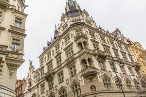 fasad på historisk byggnad i Prag foto