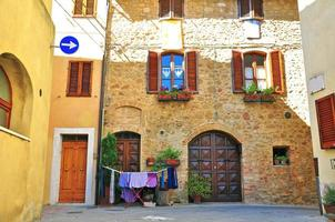 färgglad italiensk uteplats foto