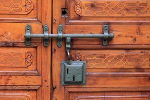 dörr med lås foto