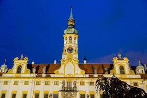 natt utsikt över loreta fasaden