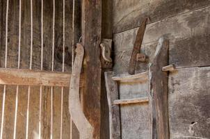 gammal hus dörrlås detalj foto