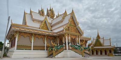 stort gyllene tempel Thailand foto
