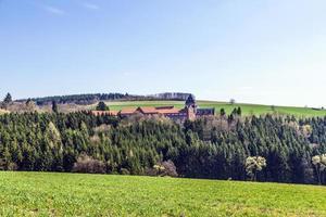 landskap med kyrka av gudomliga ordmissionärer foto