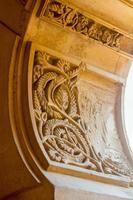 detaljer om dekorerade dörrar i arabisk stil i det berömda palatset foto