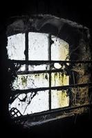 gamla smutsiga fönster foto