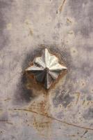järnspets dekorativ dörr foto