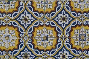 detalj av portugisiska glaserade brickor. foto