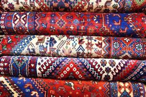 persiska mattor med flera färger