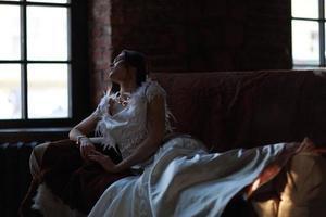 kvinna vid fönstret foto
