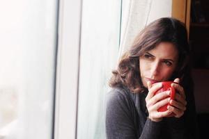 porträtt av vacker 35 år gammal kvinna